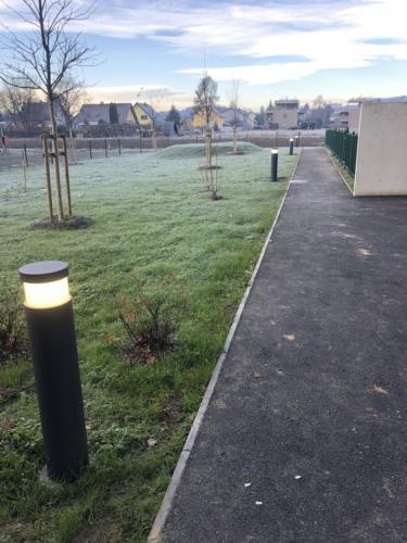 Pollerleuchten für den Aussenbereich im neu errichteten Wohnhaus in Leitring mit 21 WE, Franz-Posch-Weg 11 in Leitring.Elektroinstallation E-Max GmbH für GWS Ennstal